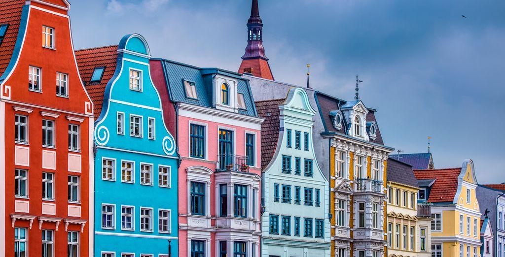 Su centro histórico con los típicos edificios de ladrillo rojo