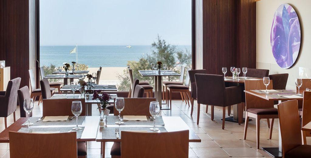 Admira las maravillosas vistas desde el restaurante
