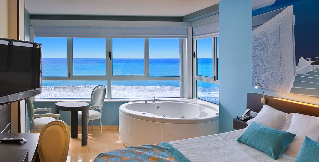 Chambre avec jacuzzi privatif bord de mer design de maison - Chambre bord de mer ...