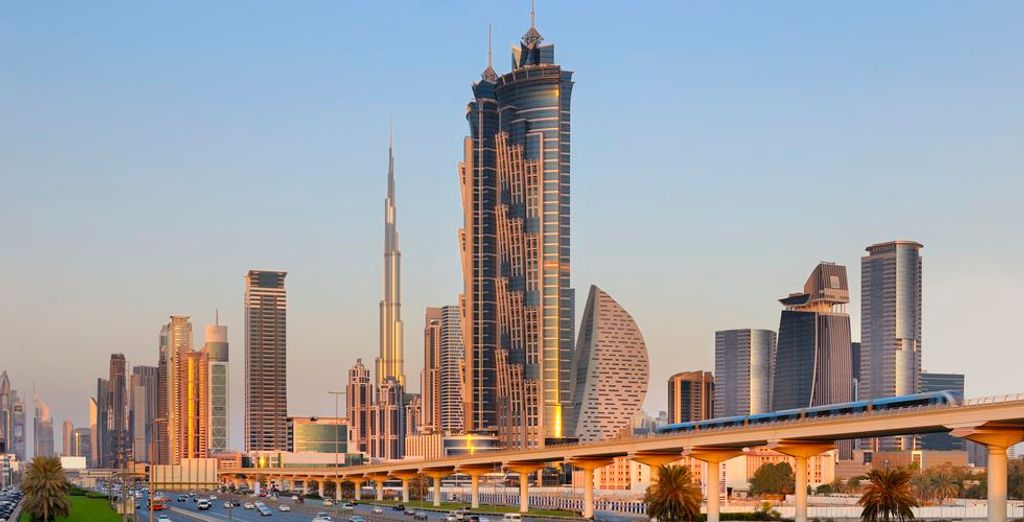 Choisissez également de vous arrêter à Dubaï pour découvrir cette ville iconique
