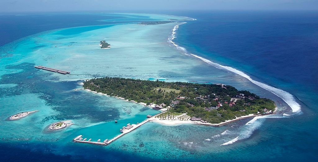 On this tiny Maldives island... - Adaaran Select Hudhuranfushi 4* Male
