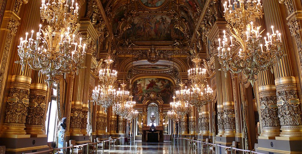 With easy access to iconic sights such as the Louvre and Opera Garnier