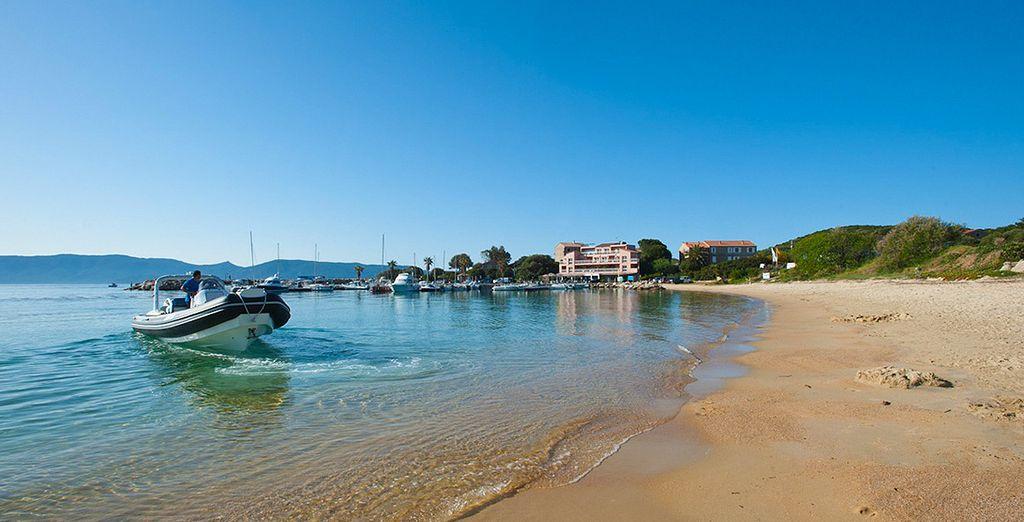 ...oder entdecken Sie optional die einsamen Buchten rund um Ihr Hotel mit dem Boot!