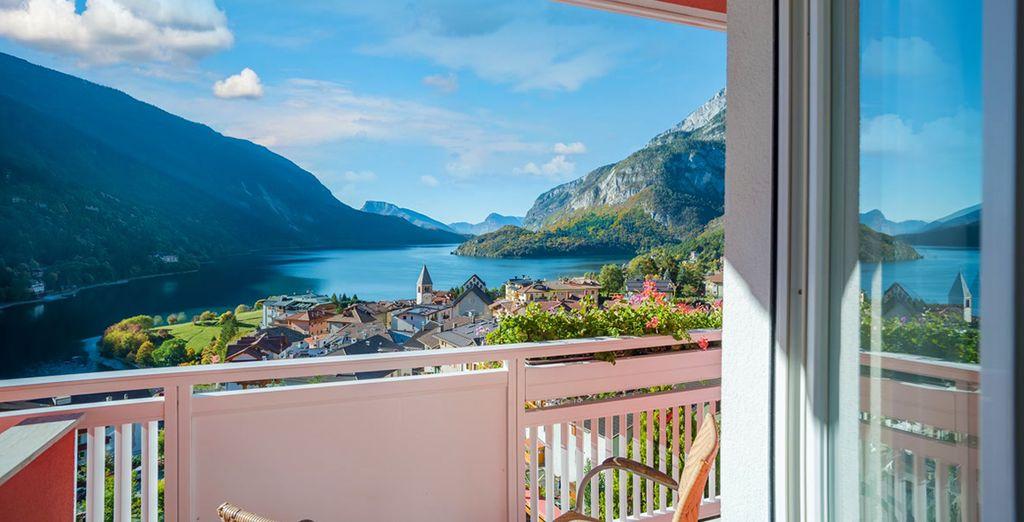 ... mit wundervollem Ausblick auf den See