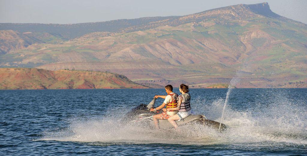 Werden Sie aktiv und entdecken Sie die hier verfügbaren Wassersportarten!