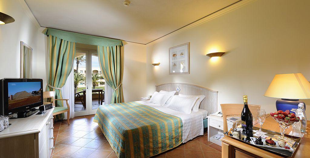 Sie übernachten in einem geräumigen Classic Zimmer mit Gartenblick