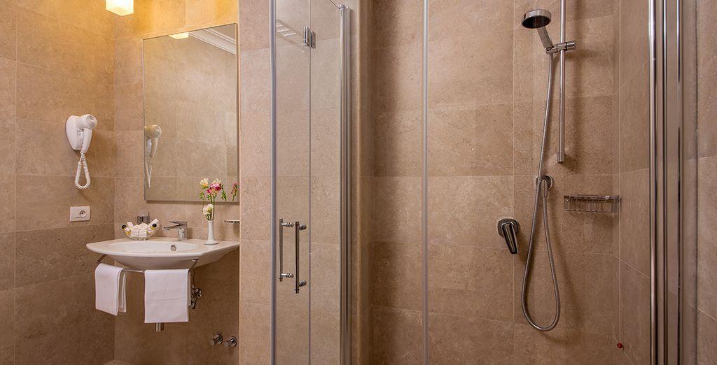 Ein voll ausgestattetes Bad für Ihren Komfort