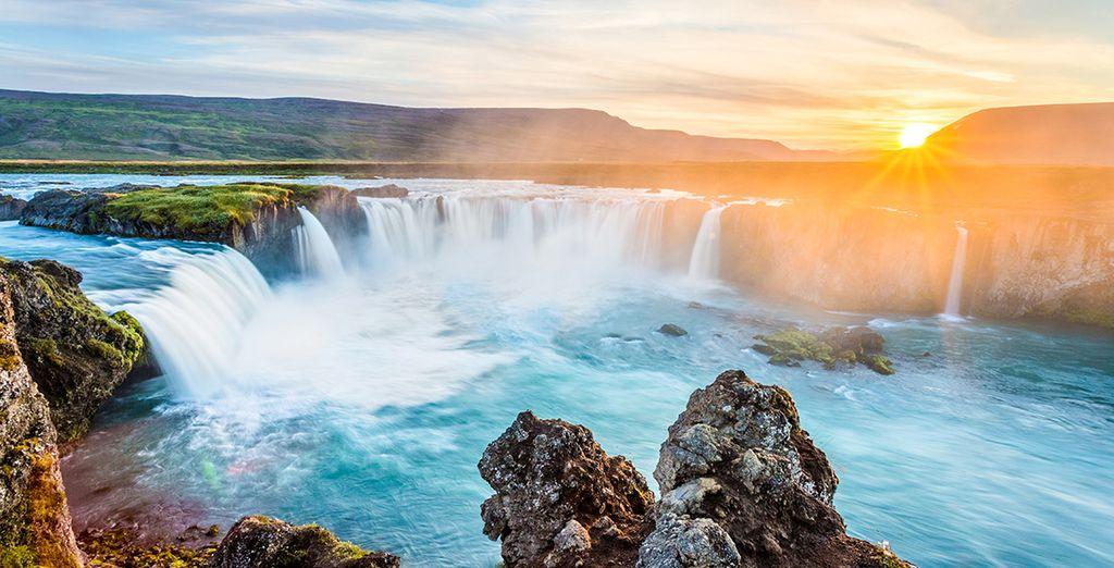 Entdecken Sie die herrlichen Wasserfälle während Ihrer Reise auf der Insel