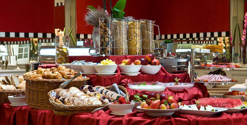 Ein reichhaltiges Frühstücksbuffet