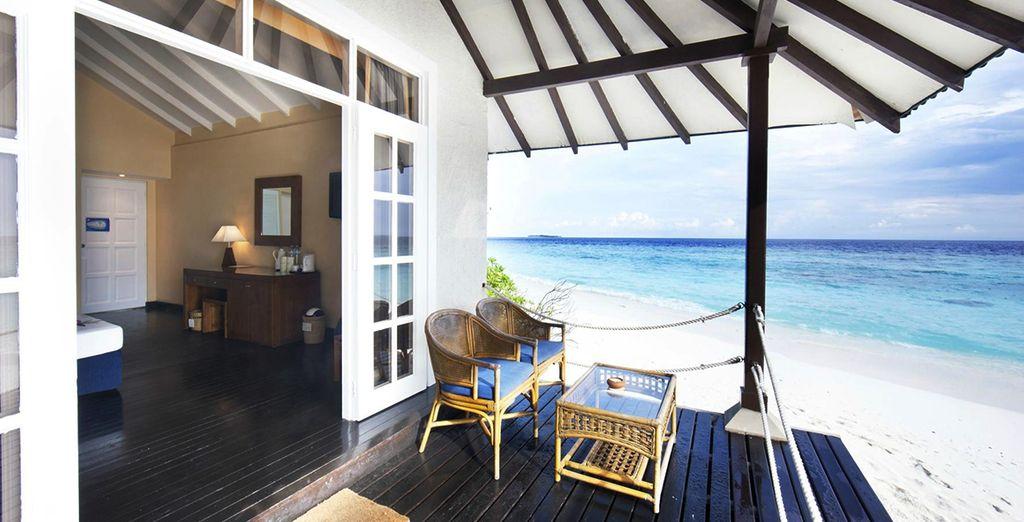 Und eine Terrasse mit direktem Zugang zum Strand
