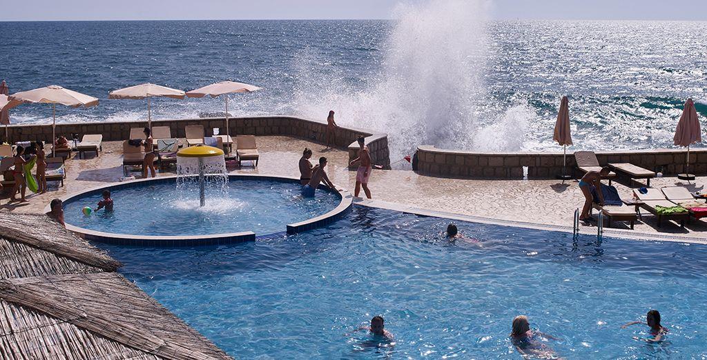 Spüren Sie die sanfte Meeresbrise im Haar und lassen Ihren Blick über die glitzernde blaue Adria schweifen