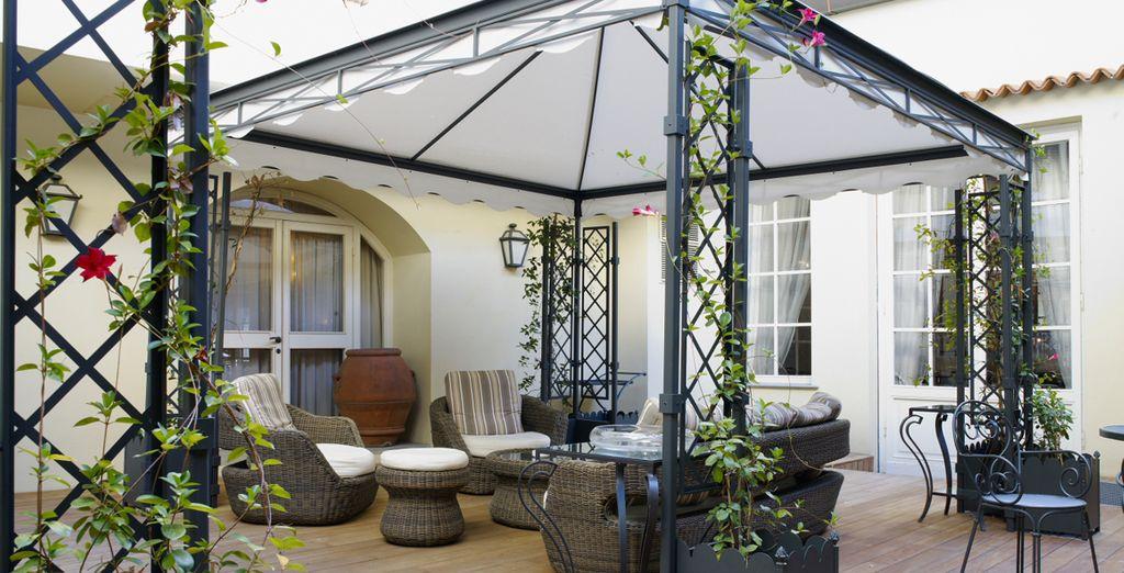 Oder ein Sonnenbad auf der Terrasse