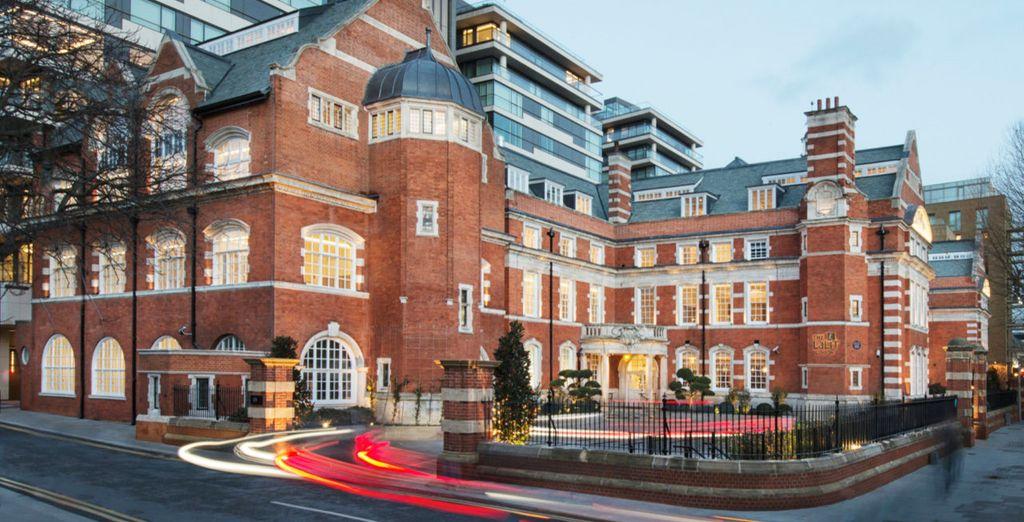Das Hotel liegt in einem historischen neobarocken Gebäude
