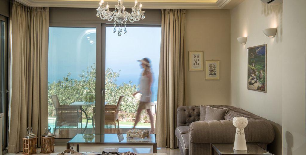 Elegant dekorierte Zimmer mit Meerblick