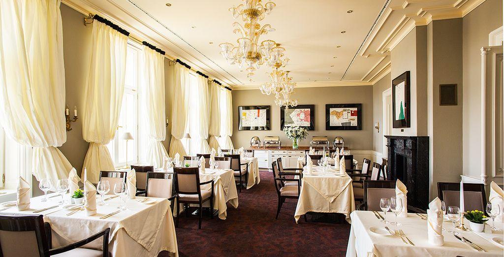 Kosten Sie lokale Spezialitäten im hoteleigenen Restaurant