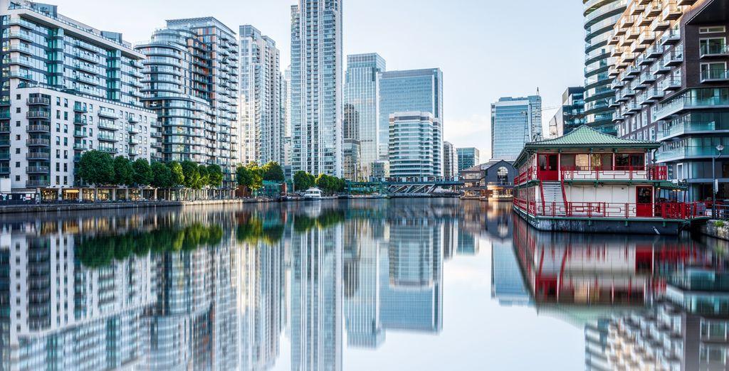 Im Geschäftsviertel mit Blick auf die Themse