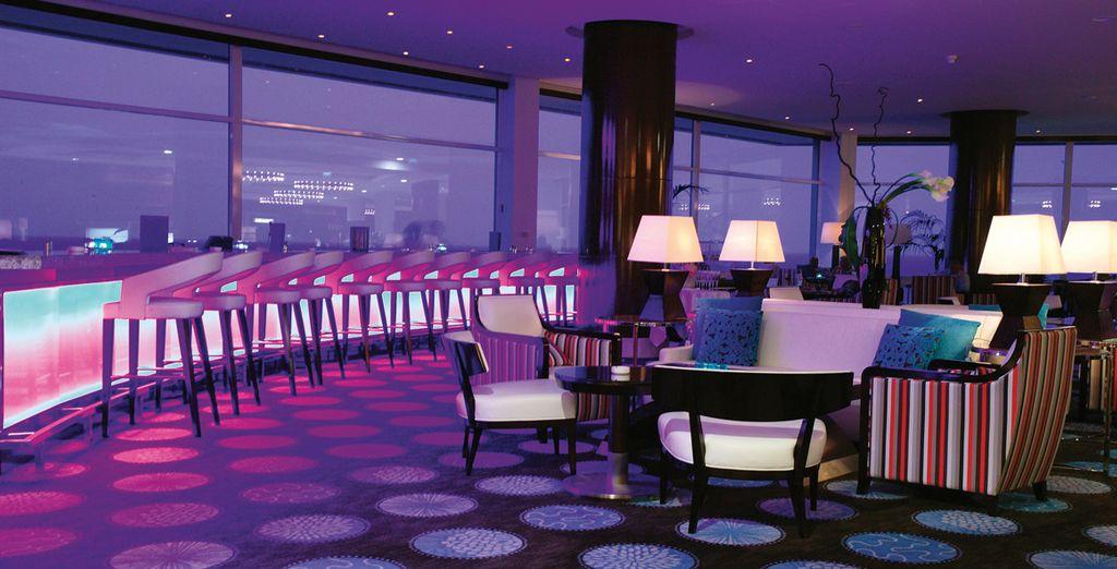 Tanzen  Sie durch die Nacht in der schicken Atmosphäre des Hotels