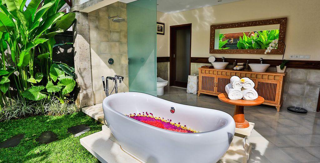 Nehmen Sie ein entspannendes Bad im Freien