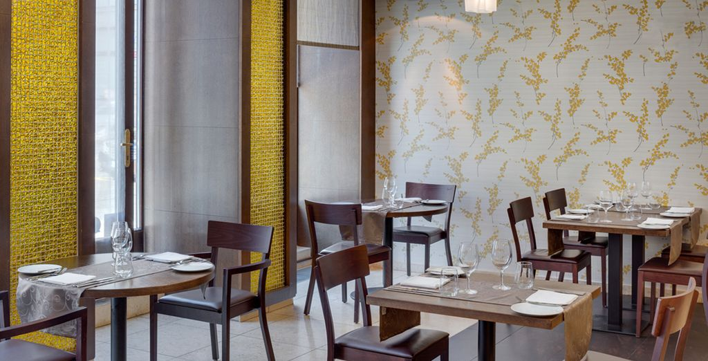 Und speisen Sie im eleganten Hotelrestaurant...