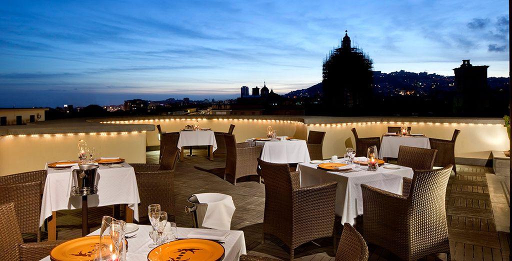 ... Bei einem Abendessen auf einer romantischen Terrasse