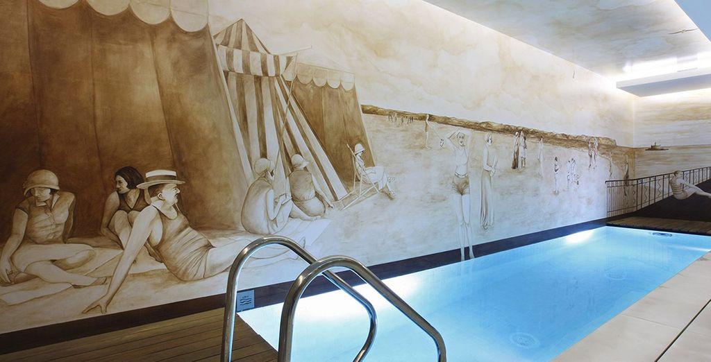 Schwimmen Sie ein paar Bahnen im Hotelpool
