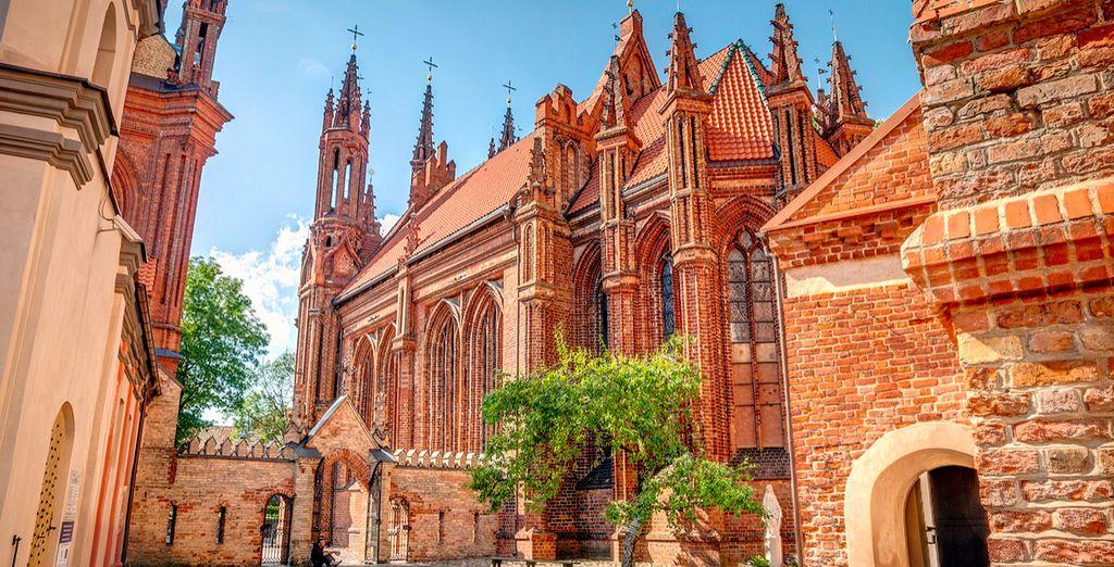 Und wunderschöne Bauten wie die St Anne's-Kirche