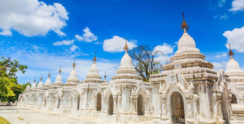 """Oder die Kuthodaw Pagode das """"größte Buch der Welt"""" mit 729 registrierten Brammen mit den Lehren des Buddha"""