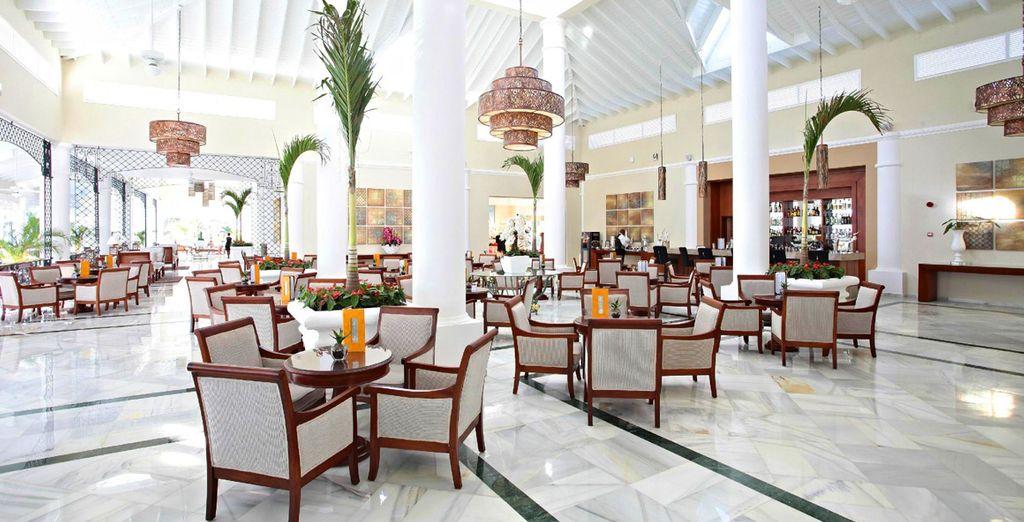 Das Hotel ist luxuriös dekoriert