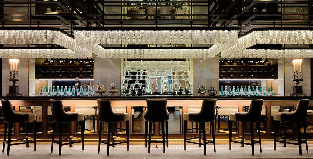 Beenden Sie Ihren Tag mit Cocktails in einer der stilvollen Bars...