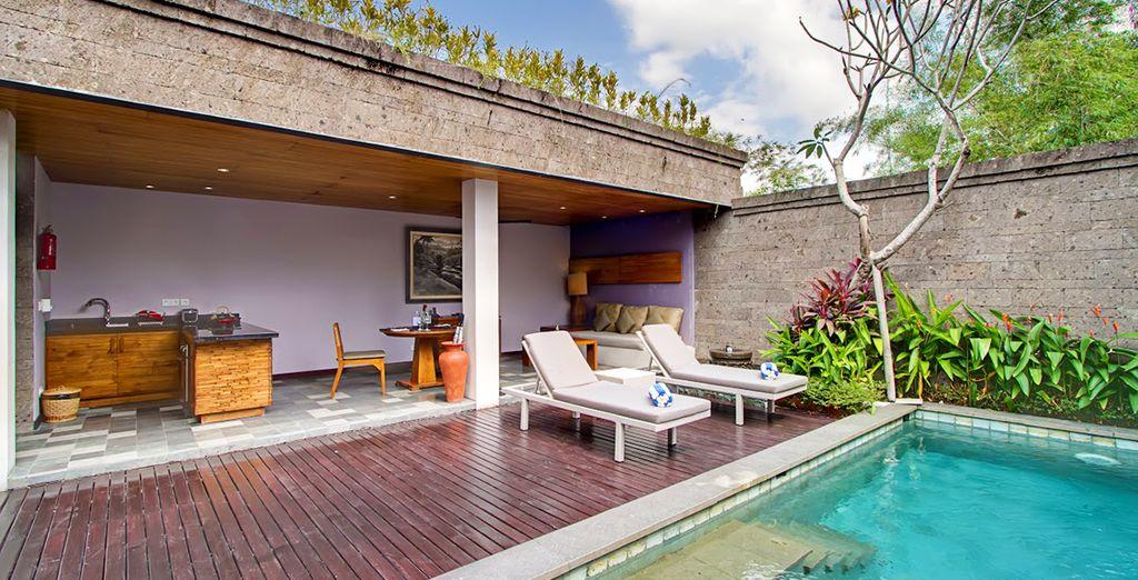 ...und einer Küche, einem Pool und eienr Lounge
