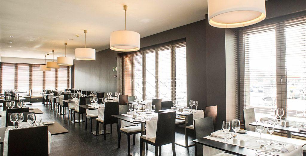...bietet das Hotel 9 Etagen in verschiedenen Designs, sowie ein Restaurant das portugiesische und indische Küche serviert