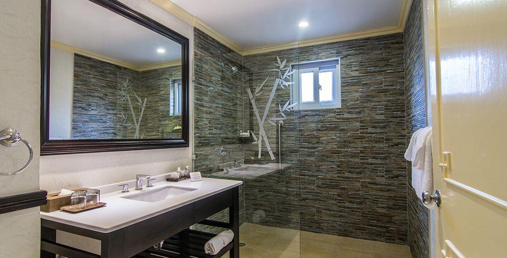 Mit voll ausgestattetem Badezimmer und begehbarer Dusche