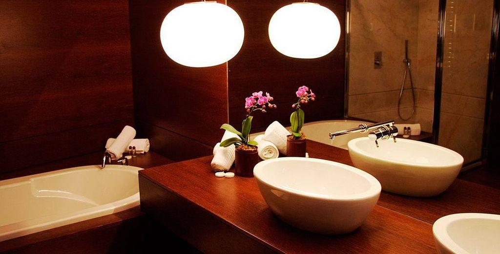 Ihre Suite verfügt über ein umfassend ausgestattetes Badezimmer