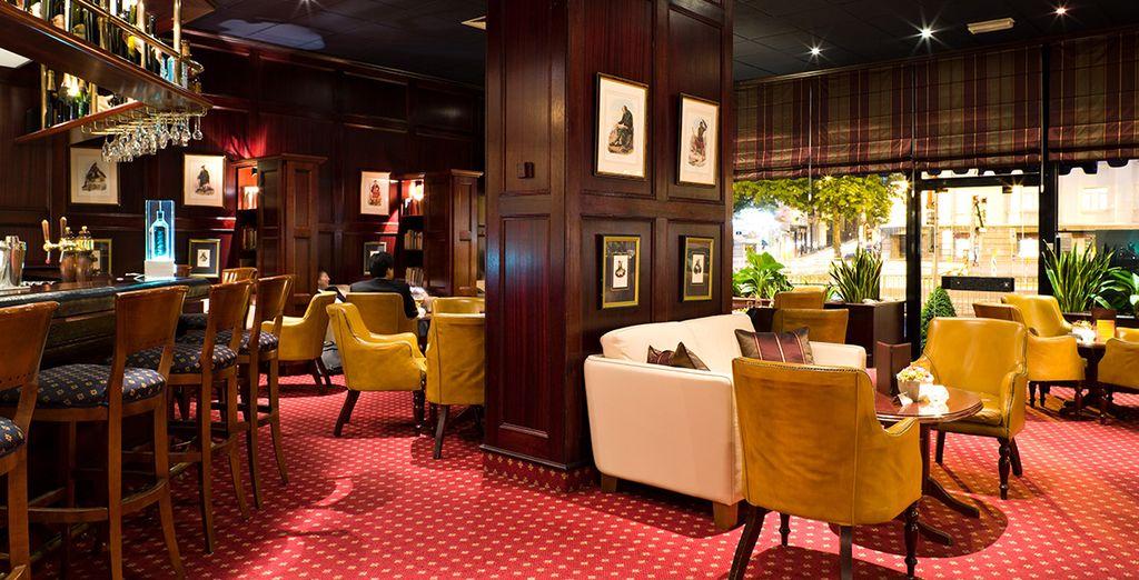 Oder genießen Sie einen Drink in Stefany's Bar, einer eleganten und freundlichen Lounge
