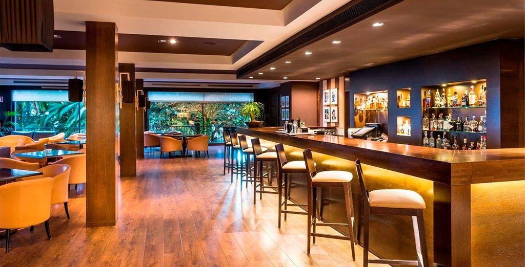 Nutzen Sie die Gelegenheit und trinken Sie Ihren Lieblingscocktail an der Bar