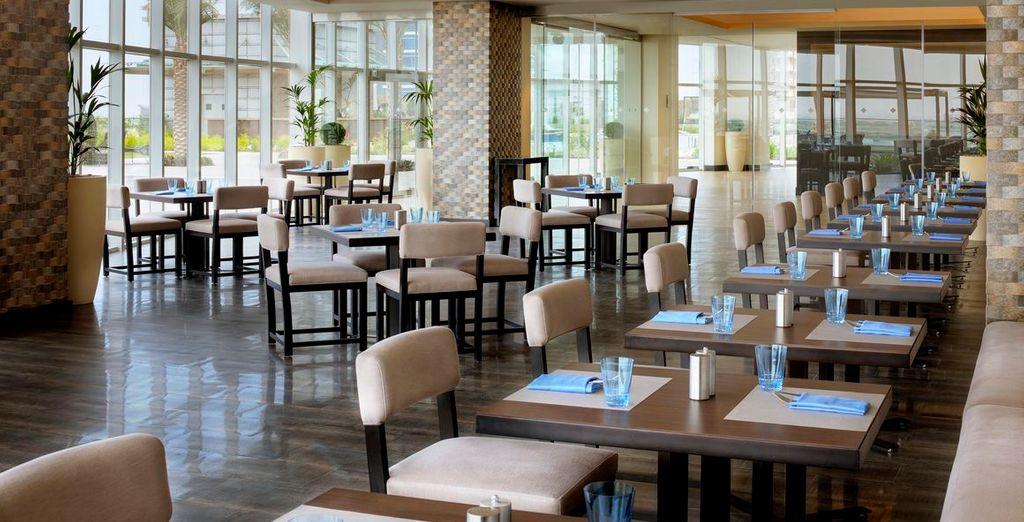 Sowie 10 Restaurants und 4 Bars