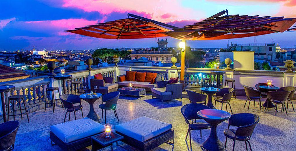 Relaxen Sie auf einer fabelhaften Dachterrasse in Rom