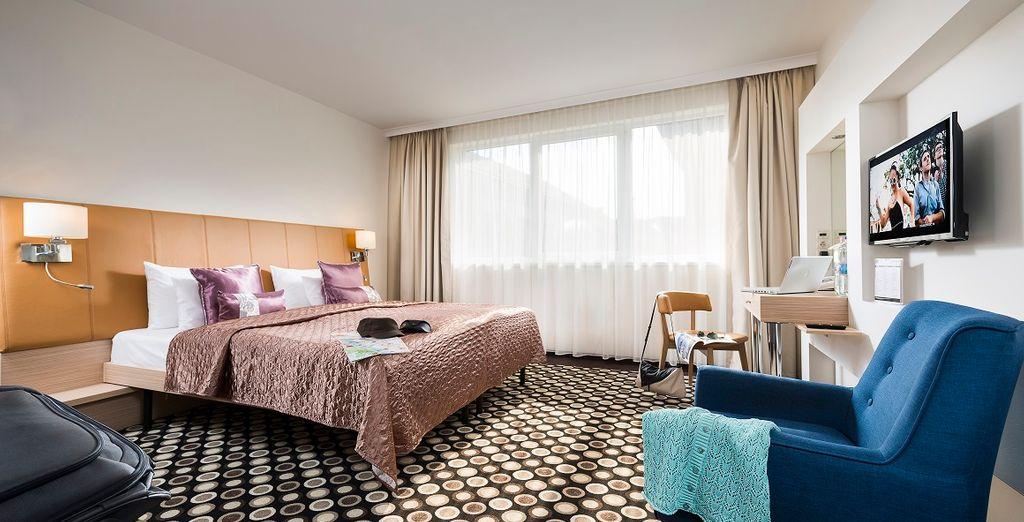 Sie übernachten in einem trendigen und stilvoll gestalteten Zimmer