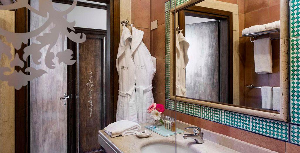 Mit einem eleganten Badezimmer