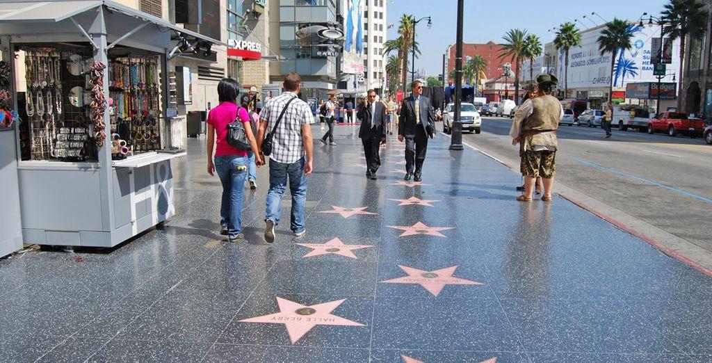 Spaziergang entlang der Walk of Fame Einfahrt