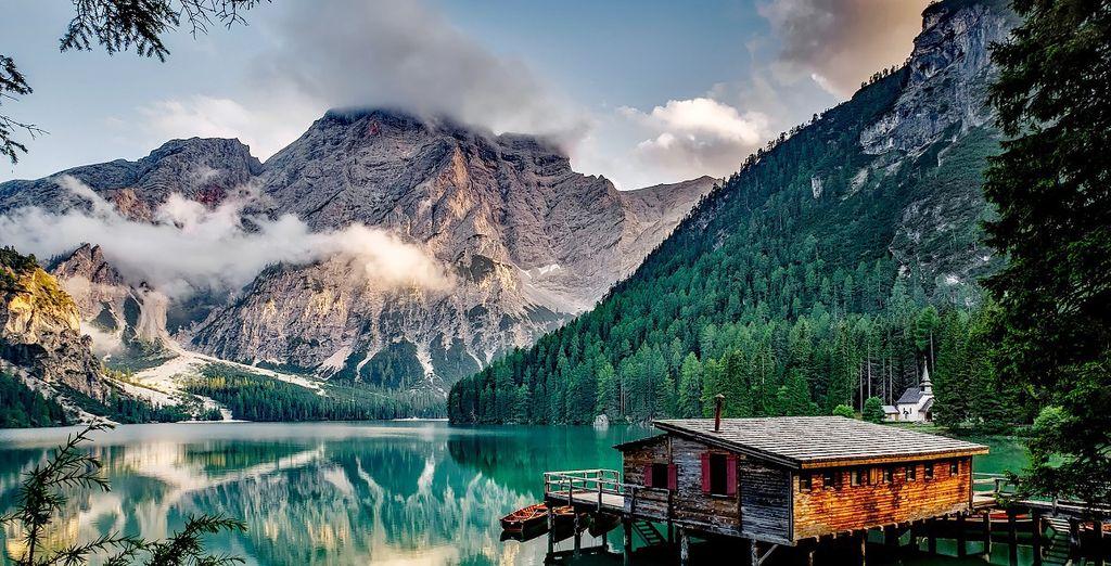 Entdecken Sie den schönsten See Italiens, den Pragser Wildsee