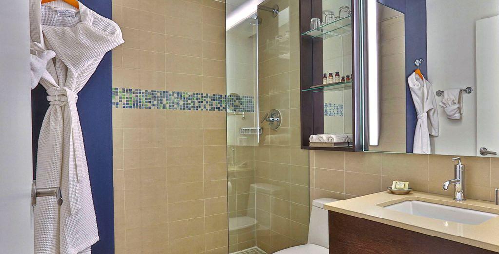 ... mit komfortabel ausgestattetem Badezimmer