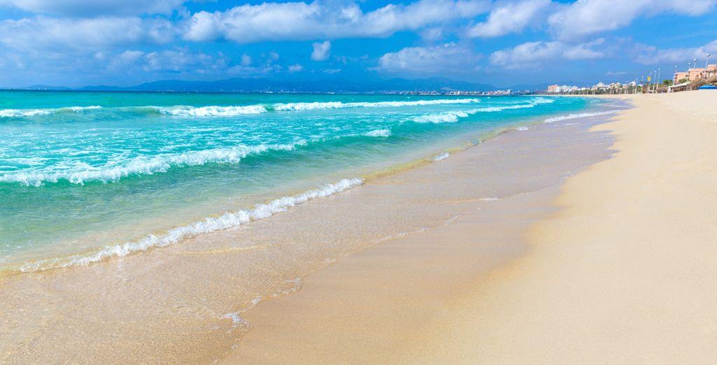 Tauchen Sie ein ins kühle Nass im Strand von El Arenal