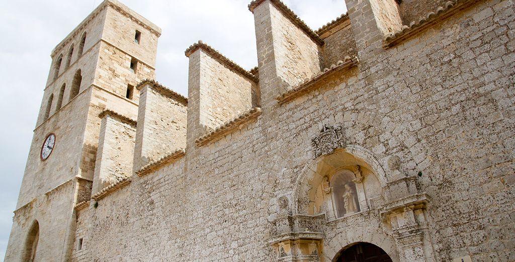 No te pierdas la catedral de Ibiza