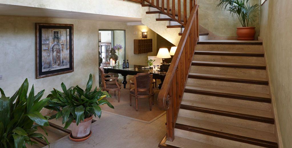 Y una escalera de madera con un encanto muy especial...