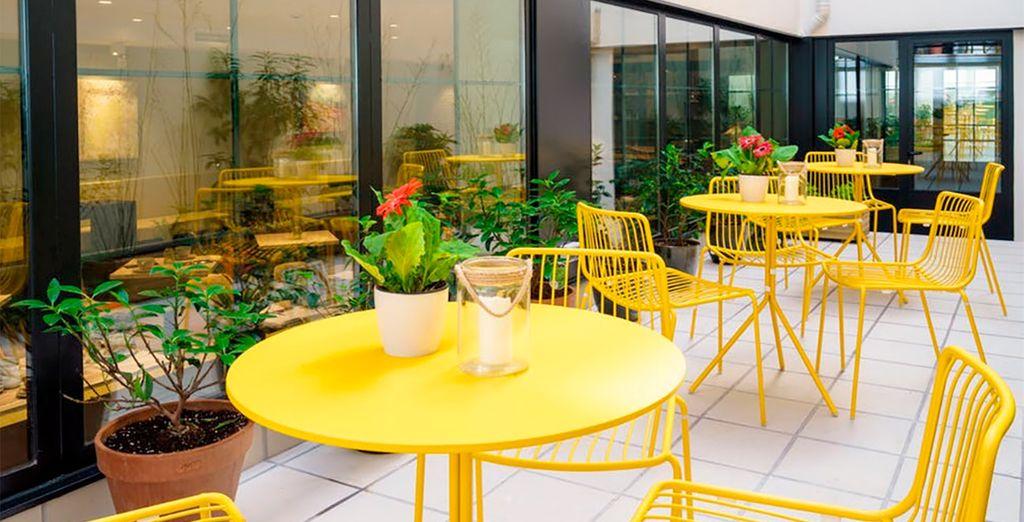 ...Y una fantástica terraza lounge