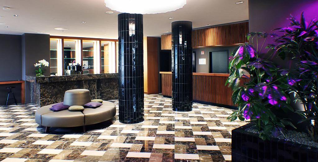 Pasarás una noche en Frankfurt alojándote en el hotel The Frankfurt 4* o similar