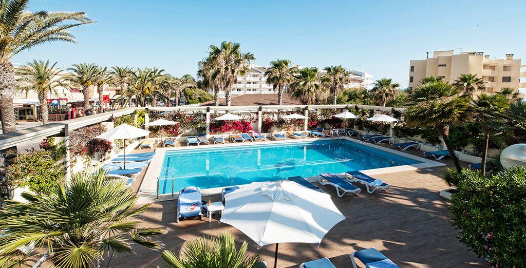 THB Gran Playa es un Hotel de 4 estrellas ubicado en  el centro del núcleo urbano de Ca'n Picafort