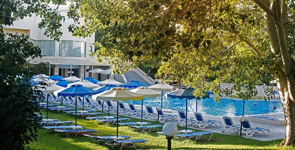 Un hotel que pone 4 piscinas a su disposición