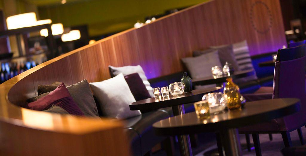 Tómese un aperitivo en el Bar del hotel